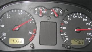 Prinsă în timp ce conducea cu 181 km/h