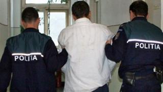 Prinși de polițiști după ce au înșelat o firmă de curierat