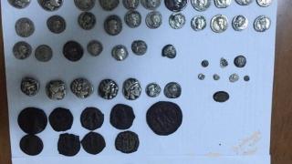 Prins când încerca să vândă 25 de monede romane