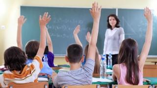 """Profesorul nu este """"şeful"""" elevului, ci îndrumătorul lui!"""