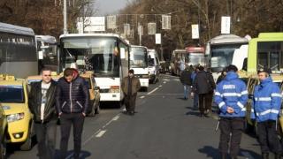 Zeci de taximetriști și transportatori, la protest în Piața Victoriei