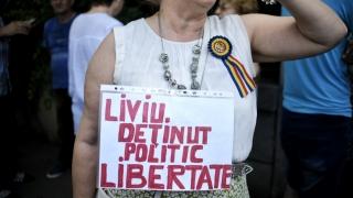 Protest la Cotroceni. Manifestanţii cer demisia lui Iohannis şi eliberarea lui Dragnea