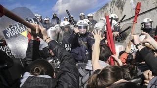 Grecia: Un grup de protestatari au luat cu asalt consulatul german din insula Creta