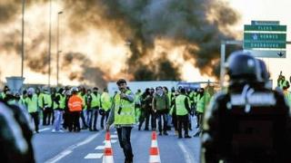 """Protestatari """"Vestele Galbene"""" au încercat să pătrundă în reședința de vară a președinților Franței"""