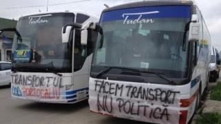 Transportatorii protestează în mai multe oraşe