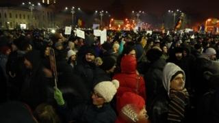 10.000 de oameni mărșăluiesc spre Parlament!