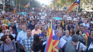 Proteste de amploare la Barcelona. Zeci de mii de oameni au ieşit în stradă, după arestarea lui Carles Puigdemont