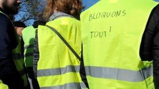 Proteste violente în Franţa: victime umane și maşini de poliţie incendiate