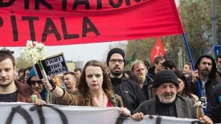 Fără precedent: mii de protestatari au ieșit în stradă, în Serbia
