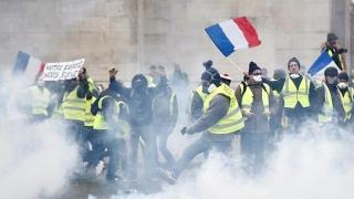 Protestele au slăbit credibilitatea lui Macron! Este un politician copleşit