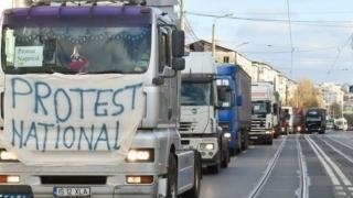 Transportatorii amenință cu proteste în fața Parlamentului
