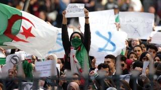 Zeci de mii de demonstranţi pe străzile din Algeria