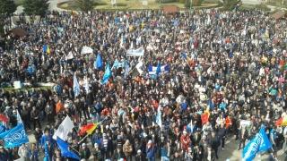 Zeci de moldoveni au protestat la Suceava, cerând repetarea alegerilor din R. Moldova