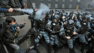 Protest în Kiev, cu ciocniri violente între protestatari şi poliţie