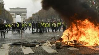 Proteste violente la Paris. Forţele de ordine au folosit gaze lacrimogene