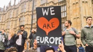 Mii de persoane protestează la Londra împotriva ieşirii Marii Britanii din UE