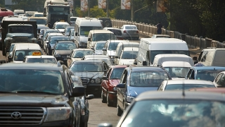 Zeci de şoferi, cu avarii şi claxoane, într-un protestat contra stării drumurilor