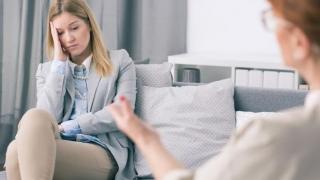 Cu românu' la psihoterapeut! Nu alegeți un terapeut după reclamă!