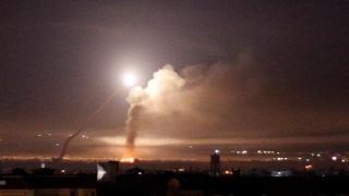 Rachete israeliene au lovit aeroportul din Damasc, Siria