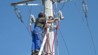Cine te racordează ieftin la rețelele de curent și gaze?