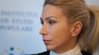 """Raluca Turcan crede că va fi """" o variantă sănătoasă pentru PNL """""""