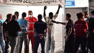 Refugiaţii de pe nava Diciotti, salvaţi de preşedintele Italiei
