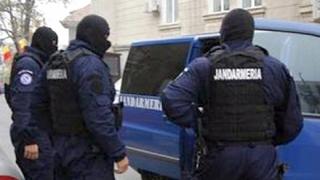 Reglare de conturi cu săbii la Târgu Jiu. Cinci persoane au fost duse la audieri