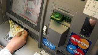 Vezi ce comisioane bancare dispar în curând