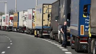 Ungaria: autovehiculele cu masa mai mare de 7,5 tone, oprite la graniţă