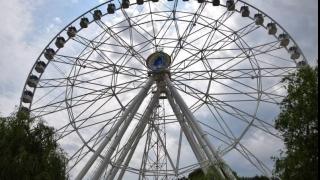 Zeci de persoane, blocate în roata dintr-un parc de distracţii din Capitală