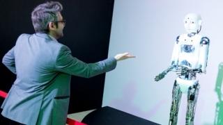 Roboți care dansează, vorbesc și fac cafea, la City Park Mall din Constanța