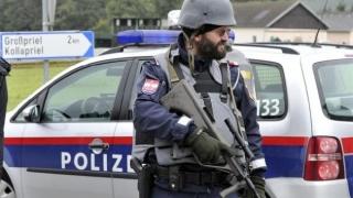 Cetăţean român care transporta 17 imigranţi extracomunitari, arestat în Austria
