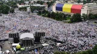 Români din toată ţara, uniţi în Piaţa Victoriei, de Centenarul Marii Uniri