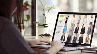 Românii își cumpără haine sau încălțăminte online! Vezi ce cumpără!