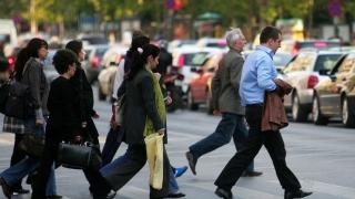 66% din români se cred superiori cultural altor naţii