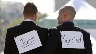 Românii sunt împotriva căsătoriilor dintre homosexuali