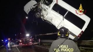 Opt români, răniți în urma unui accident rutier în Italia