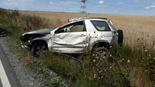 S-a dat de-a rostogolul cu mașina la Mihai Viteazu! Rezultatul: 4 răniți
