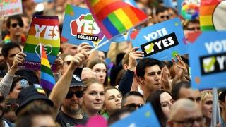 S-a dat liber la căsătoriile gay în Australia!