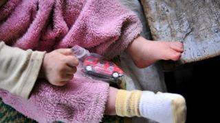 Să-i ajutăm pe copiii sărmani! Vezi punctele unde se pot face donații!