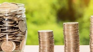 Salariile a mii de români, cu 20% mai mari faţă de sistemul privat