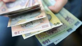 Salarii mai mari pentru mii de angajaţi. Cine va lua 500 de euro pe lună