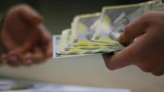 Oamenii de afaceri cer eliminarea salariului minim