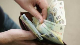 Salariul mediu net s-a redus în luna mai cu 1,1% față de luna precedentă