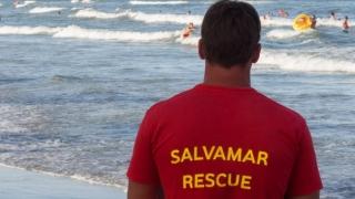 Salvamar bătut de iubitul unei fete pe care încerca să o salveze