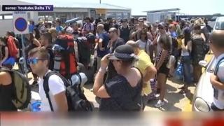 Sute de români, panicați de incendii și blocaţi pe o insulă din Grecia
