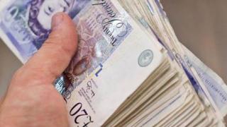 Lira sterlină s-a prăbușit, după seria de demisii din Guvernul May