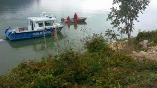 PANICĂ! O ambarcațiune cu 8 turişti români la bord s-a răsturnat pe Dunăre