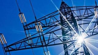 Scade preţul energiei electrice pentru clienţii casnici! Vezi cu cât
