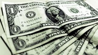 Dolarul s-a prăbușit la cel mai redus nivel din ultimele luni